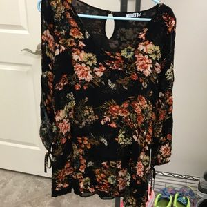 Cute floral mini shift with a cut out sleeve